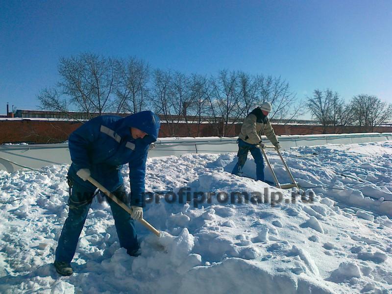 Уборка снега с крыш и территорий от
