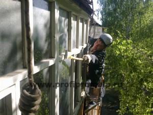 Покраска балконных рам