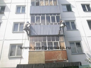 Монтаж балконного экрана