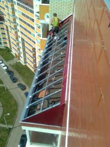 Монтаж примыкания на балконный козырек